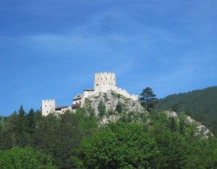 Schneeberg(2076m) - szép vár a közelben